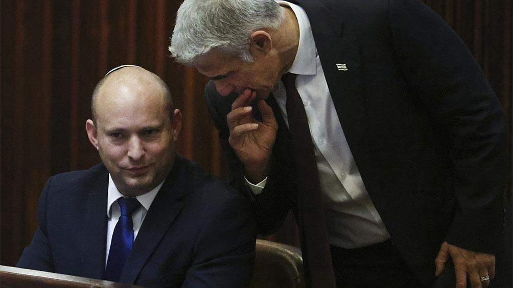 """Yair Lapid propuso un plan al que nombró """"Economía a cambio de seguridad"""", en la foto junto al primer ministro Bennett"""